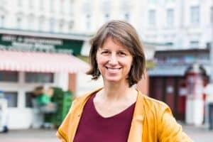 Astrid Rompolt am Karmelitermarkt